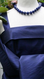 vintage-schmuck-lapislazuli-kette-mit-blauem-abendkleid-800w